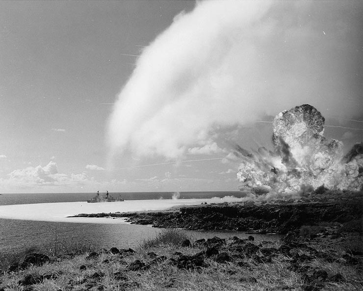 TNT_detonation_on_Kahoolawe_Island_during_Operation_Sailoir_Hat,_sjot_Bravo,_1965